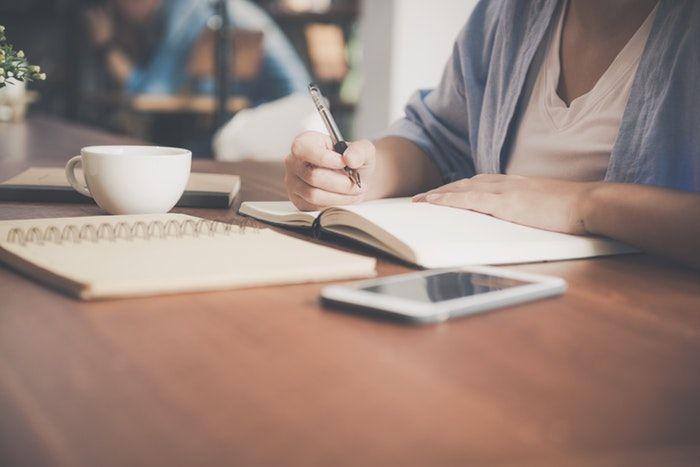 escritor es una de las ideas de negocios rentables de forma independiente