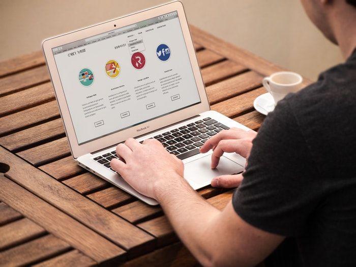 venta de cursos en línea como idea de negocio paralelo para ganar dinero sin dejar tu trabajo actual